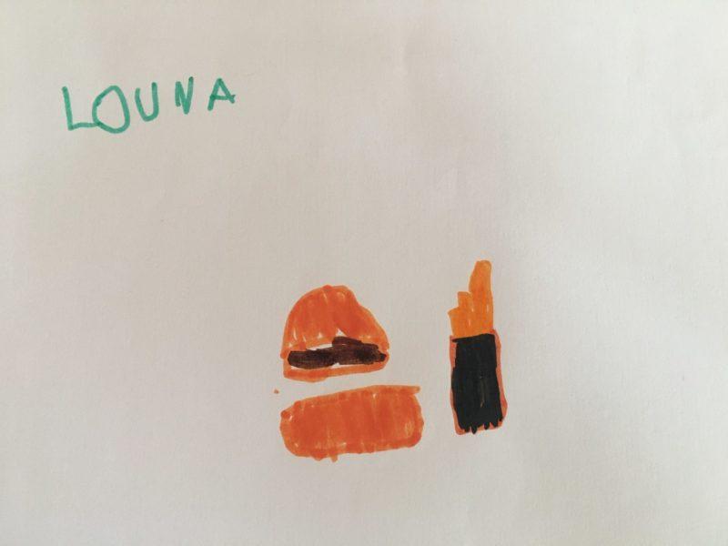 Un hamburger et des frites pour le plaisir de Louna !